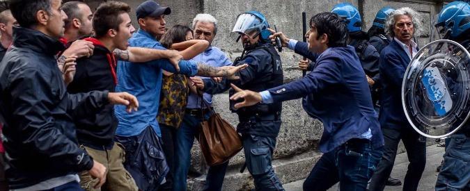 Milano, scontri davanti a Palazzo Marino tra militanti di Casa Pound e centri sociali