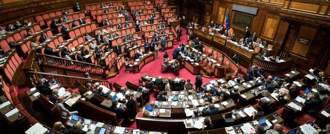 """Milleproroghe, senatori del Pd occupano l'Aula della commissione: """"Discussione sul testo azzerata, Parlamento umiliato"""""""