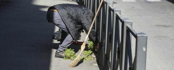 Roma e l'esercito degli spazzini improvvisati: 'Voglio integrarmi onestamente, pulirò le vostre strade'