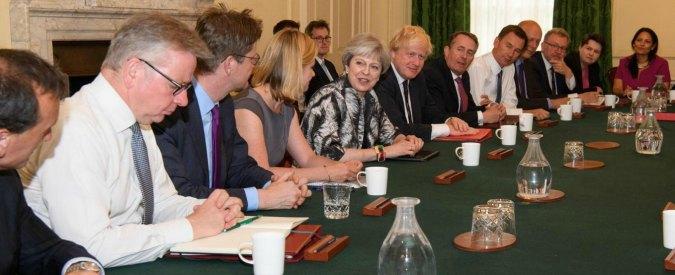 """Gran Bretagna, """"rinviato il discorso della Regina"""". Ancora da fare l'accordo tra May e gli unionisti del Dup"""