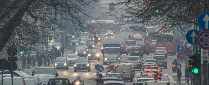 """Inquinamento auto, accordo tra i Paesi UE: """"Taglio del 35% alle emissioni di CO2"""""""