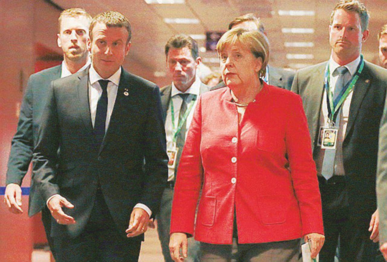 """Brexit, Macron snobba May: """"Abbiamo altro da fare"""""""