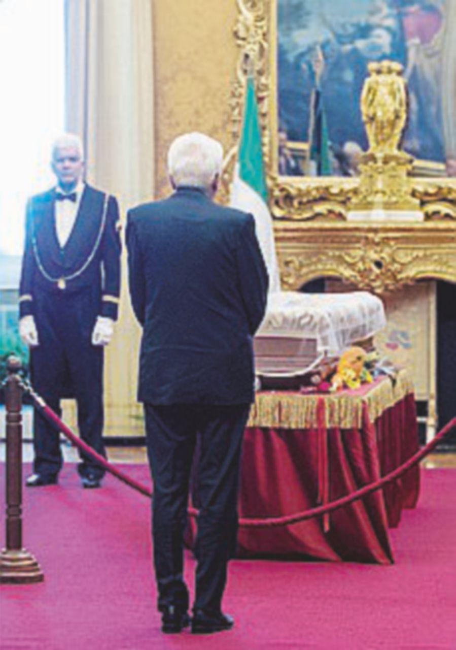 Mattarella, Boldrini e Raggi alla camera ardente per  Rodotà