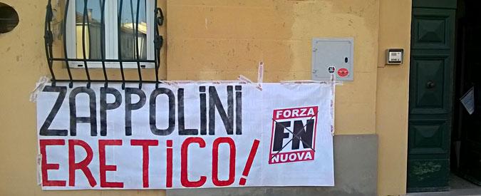 Pisa, striscione di Forza Nuova contro il parroco dopo la festa con i rifugiati per la fine del Ramadan