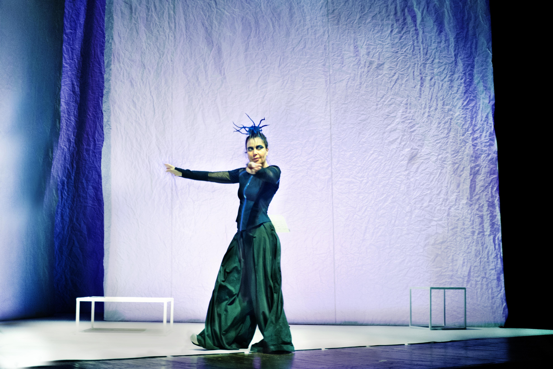 COME NE VENIMMO FUORI, il nuovo spettacolo di Sabina Guzzanti