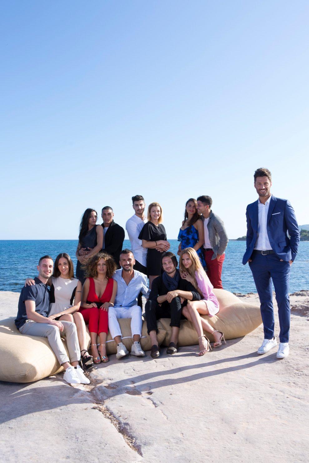 Il cast del programma con il conduttore Filippo Bisciglia