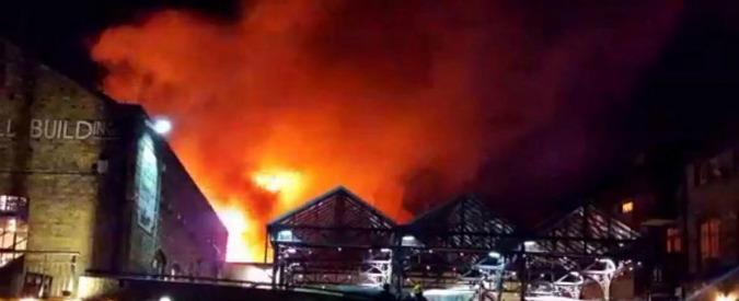 Londra, incendio a Camden Market nella notte: ingenti danni, ma nessun ferito