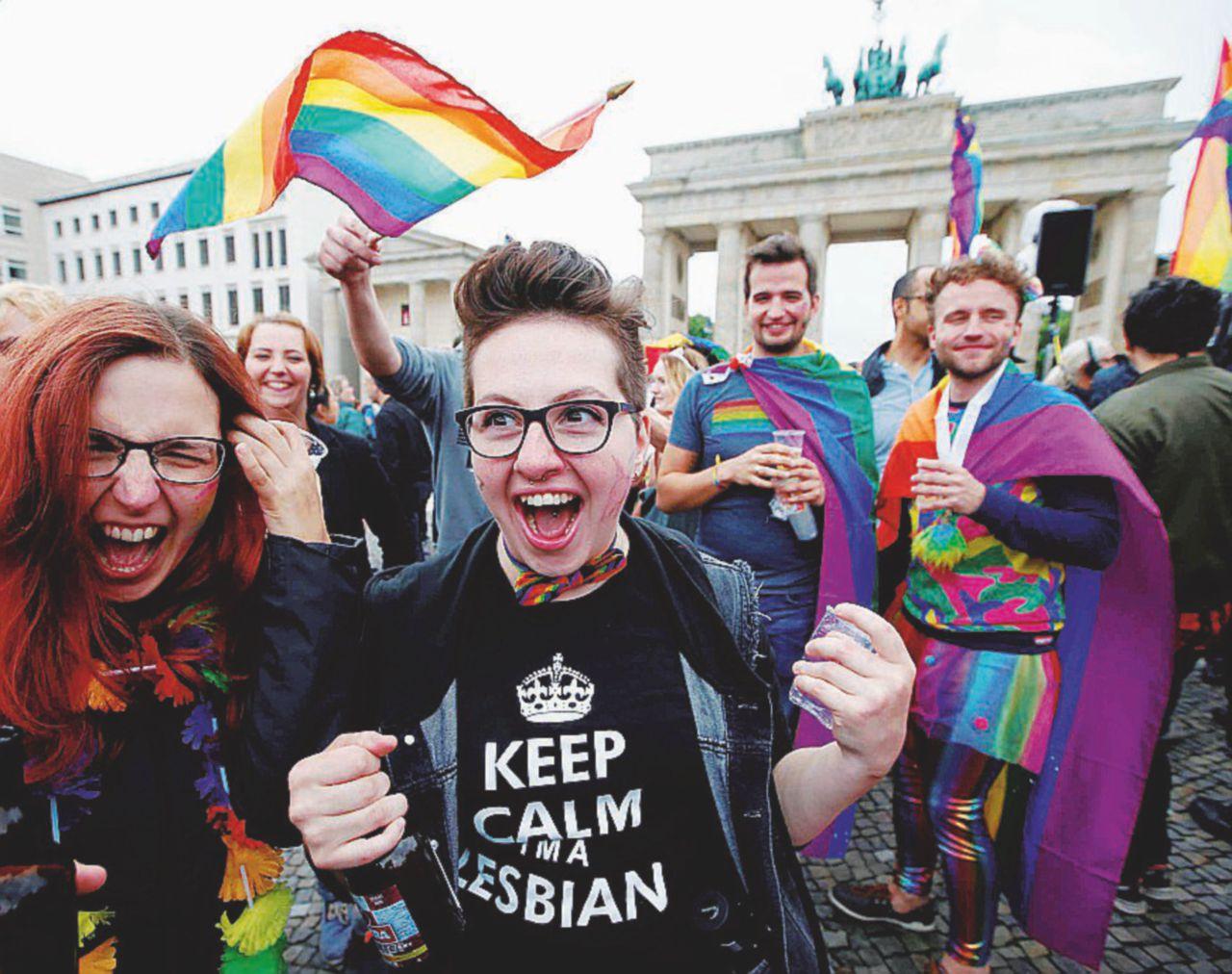 L'ok ai matrimoni gay e le acrobazie politiche di Angela