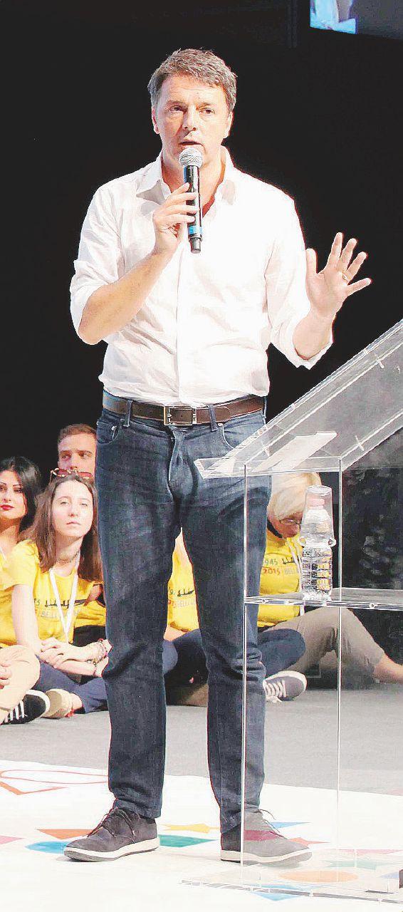 In Edicola sul Fatto Quotidiano del 11 luglio: Fiscal compact, l'Ue e Padoan scaricano il Renzi double-face