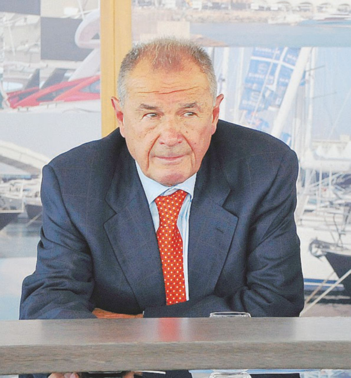 L'ex senatore di B. che in piazza santifica l'evasione