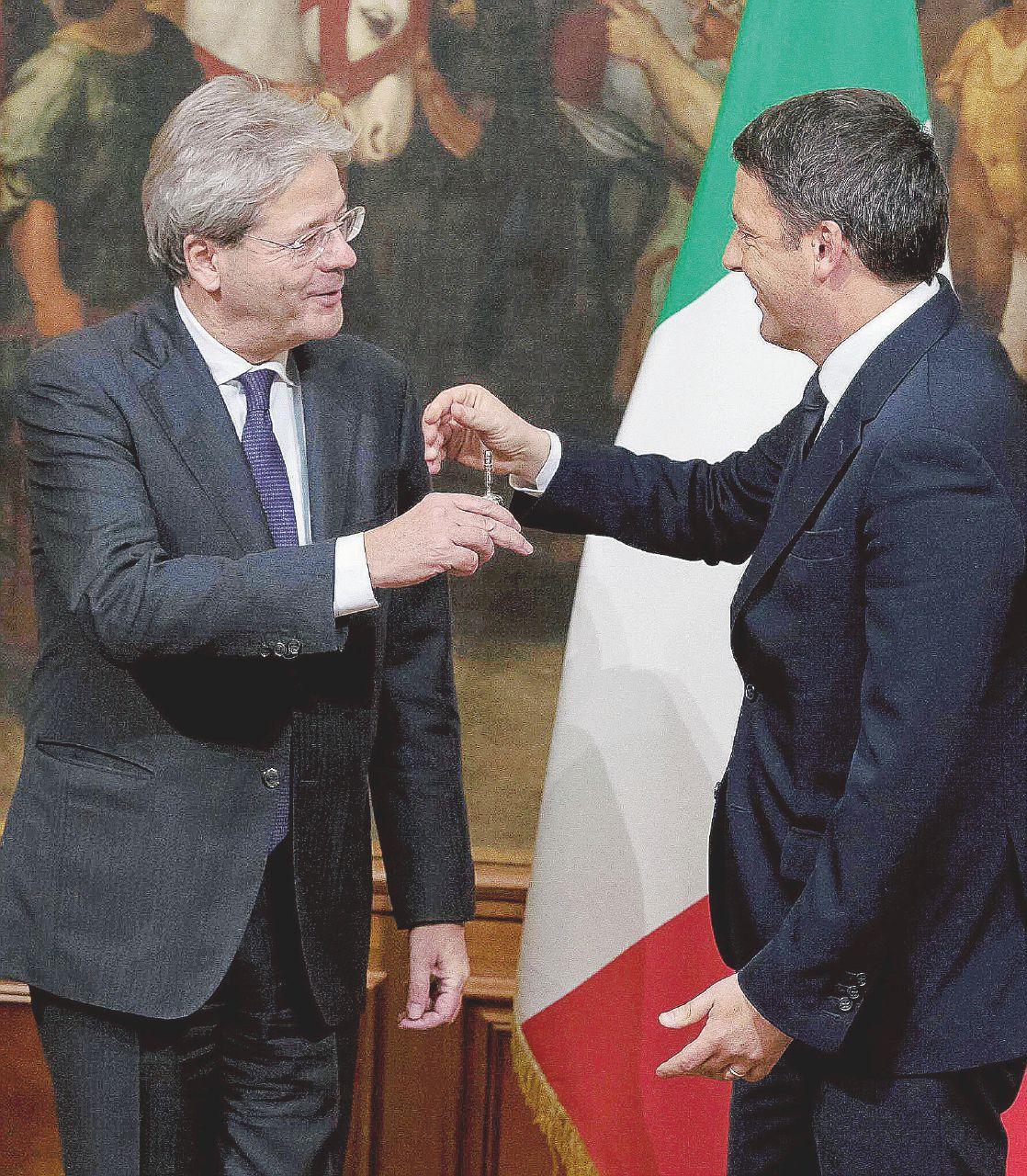 """In Edicola sul Fatto: Gentiloni inchiodato alla sedia. """"Le nomine deve farle tutte lui"""""""