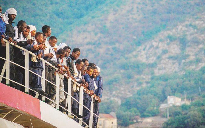 """""""Aiutiamoli a casa loro"""": Africa act è lo slogan Pd"""