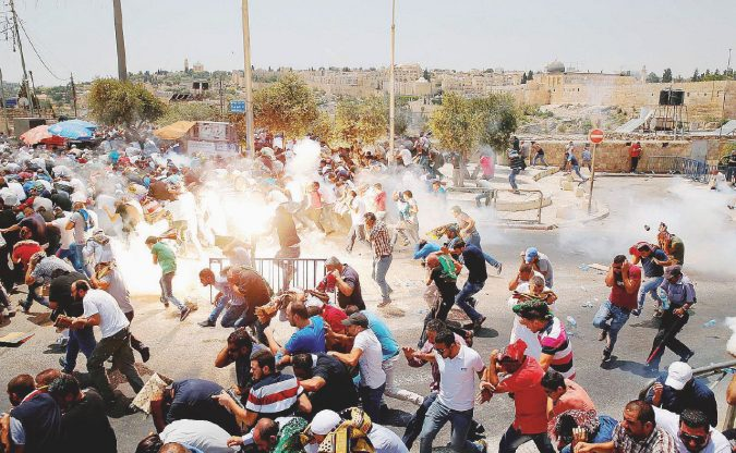 Abu Mazen e Bibi, l'Intifada li prende in contropiede