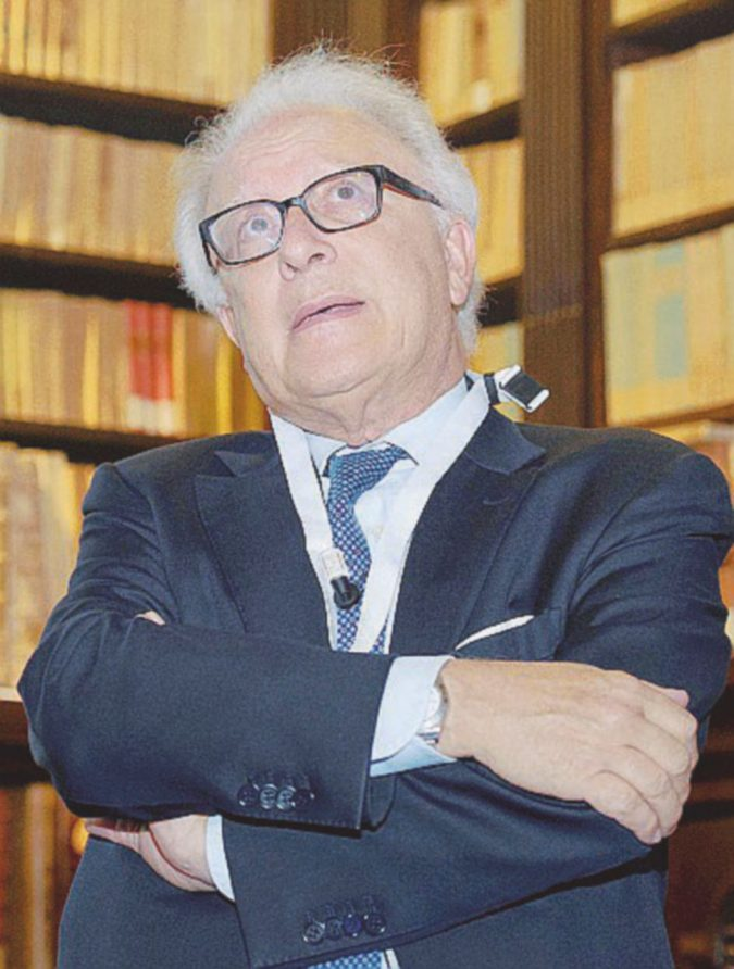 L'ex rettore denunciato per 122mila euro