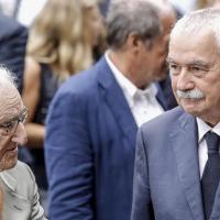 L'ex dirigente del Pci Aldo Tortorella con il parlamentare del Pd Ugo Sposetti. Dietro il giornalista Giovanni Minoli
