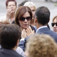 Bianca Berlinguer ai funerali della madre Letizia. Alla sua sinistra la giornalista del Tg3 Mariella Venditti