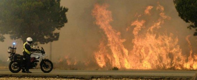 Incendi, problemi sul Grande raccordo anulare. Nel Senese evacuate 120 persone