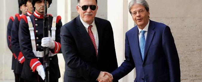"""Libia, Gentiloni: """"Serraj ha chiesto il nostro aiuto in acque libiche contro i trafficanti"""""""