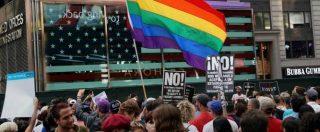 """Usa, Trump dice no ai transgender nell'esercito: proteste a New York e in altre città. Manifestanti: """"Resist"""" – FOTO"""