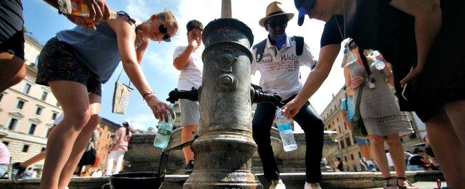 """Siccità Roma, chiusi primi trenta nasoni. Mozione M5s per rendere a pagamento le """"Case dell'acqua"""": il Pd va all'attacco"""