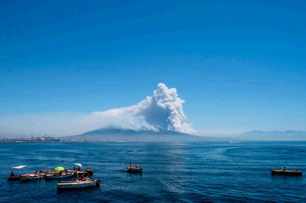 Incendi Campania E Sicilia Bruciano Sul Vesuvio 2