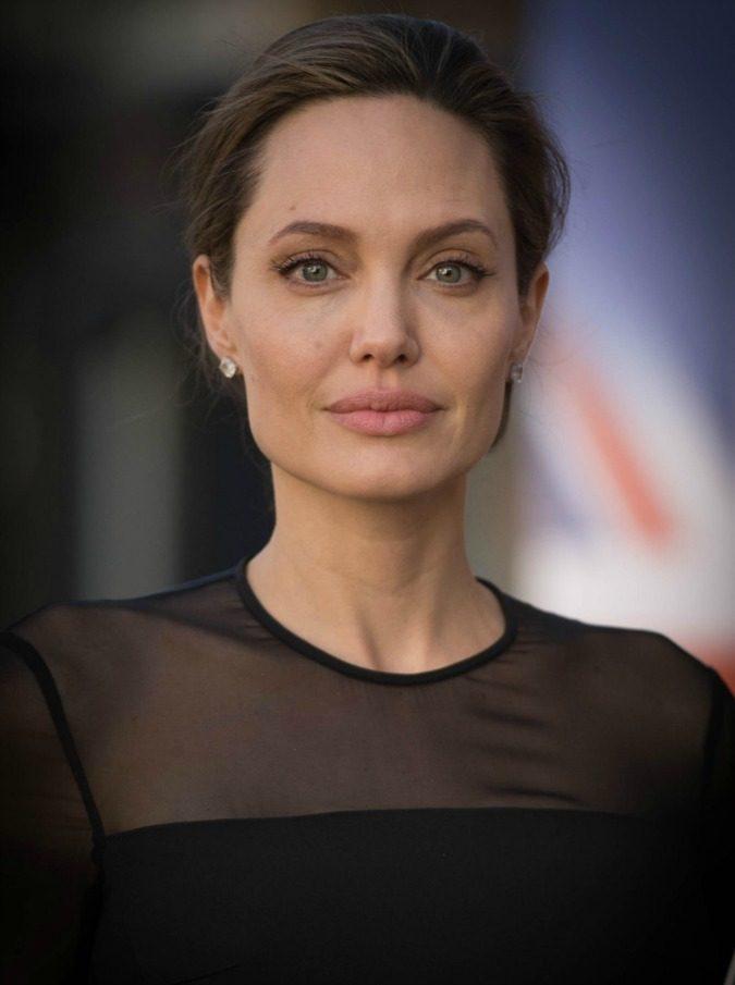 """Angelina Jolie, è guerra aperta con Brad Pitt: """"Vuole uccidere ogni suo rapporto con i figli. È animata da collera sorda e senza fine"""""""