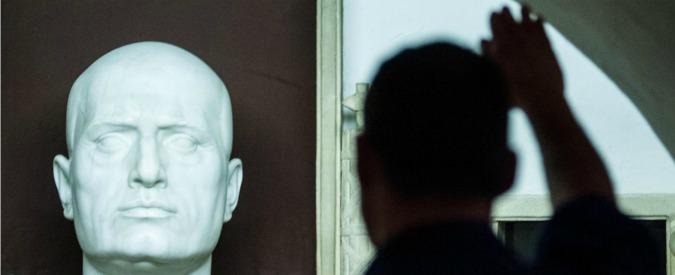 """""""Propaganda fascista è reato"""", ok della Camera al ddl Fiano. M5s vota contro: """"Pagliacciata"""""""