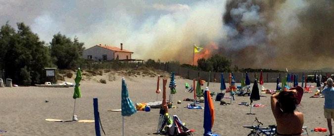 Incendi nel centro Italia. A Capalbio evacuati un campeggio uno stabilimento balneare