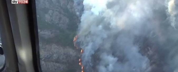 Incendi, continuano i roghi in Costa azzurra: 12 mila persone evacuate