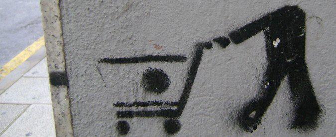 Consumismo e precarietà, siamo solo merci in scadenza