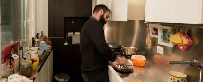 Come fare il cuoco a domicilio, il decalogo ufficiale (completo di cerotti)