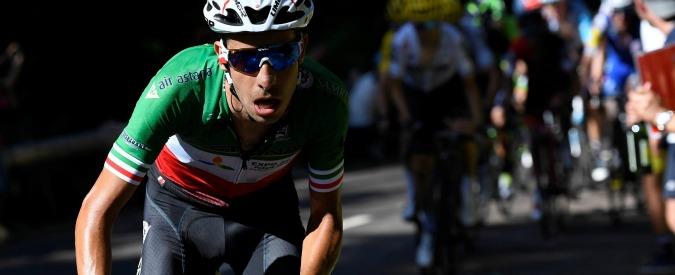 Ciclismo, Fabio Aru e la nuova maglia di campione italiano con il tricolore ridotto: più spazio allo sponsor arabo