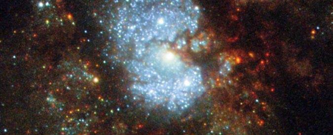 """Fotografata dal telescopio Hubble l'inafferrabile """"galassia nascosta"""" – FOTO"""