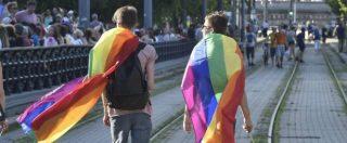 """Omofobia, casa vacanze calabrese rifiuta una coppia omosessuale: """"Non accettati gay e animali"""". Bandita da Booking"""