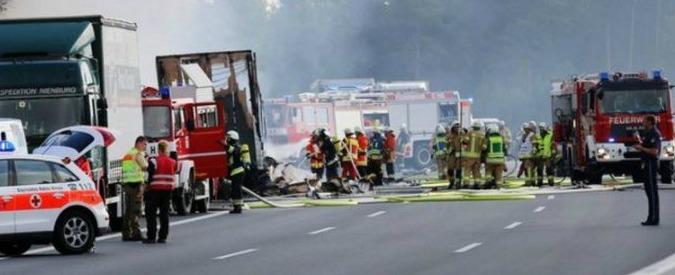 """Germania, bus turistico si scontra con un camion: """"18 passeggeri morti"""""""