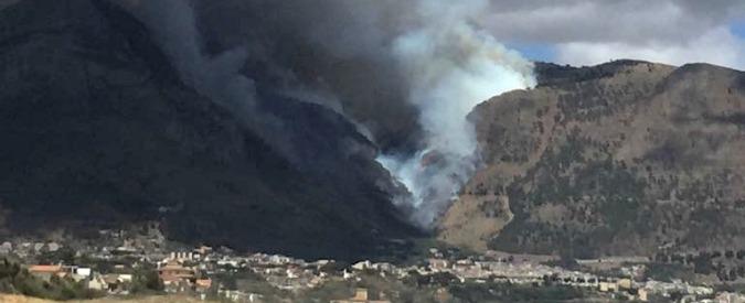 Sicilia, emergenza incendi da Taormina a Castellammare del Golfo: fumo e caos in autostrada