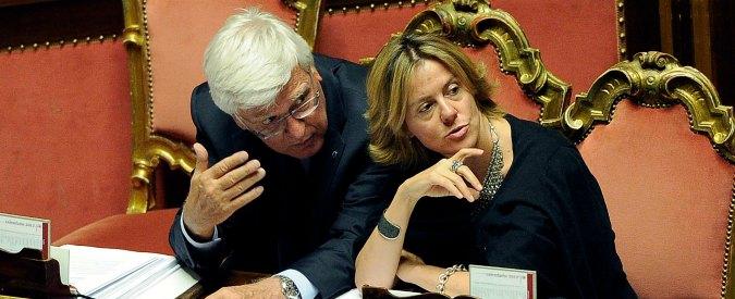Vaccini, decreto al Senato. Il Pd prova l'intesa con Forza Italia. La Lega tenta il voto segreto, il governo pronto a fiducia