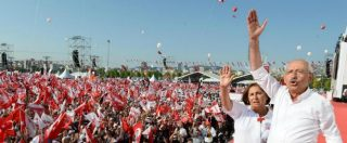 Turchia, un anno dopo la carneficina del tentato golpe. Erdogan è meno forte e l'opposizione torna in piazza
