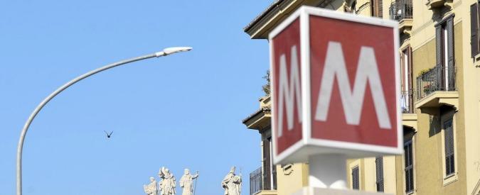 Roma, incastrata tra le porte della metro e trascinata per dieci metri: è grave