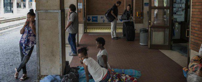 Ventimiglia, dove i vacanzieri (anestetizzati) vedono ma non guardano i migranti
