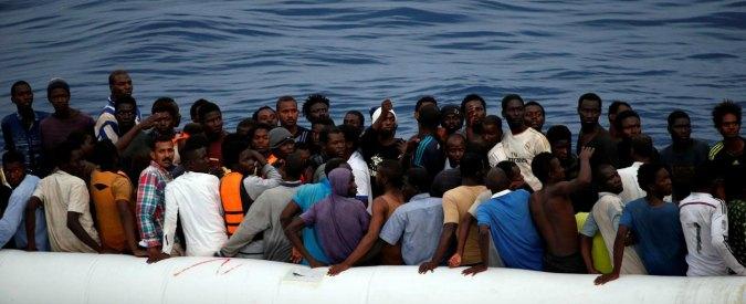 Migranti, trovati 11 morti a bordo di un gommone durante un'operazione di salvataggio. In Sicilia attese 1000 persone