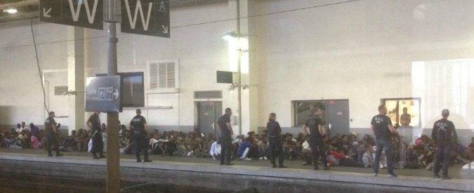 Francia, Cedric Herrou ed eurodeputato accompagnano 200 migranti a Nizza. Maxi-blitz della polizia li riporta in Italia