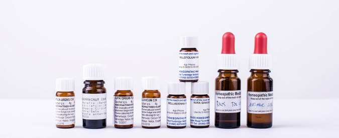 I 'farmaci omeopatici' sono inutili ma almeno evitiamo che contengano schifezze