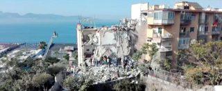 Torre Annunziata, a mani nude tra le macerie. Si scava dopo il crollo di una palazzina: coinvolte due famiglie