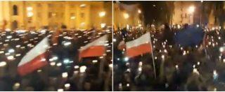 Polonia, manifestanti in piazza per giorni contro la riforma della giustizia: il popolo batte il parlamento sulle note di Imagine