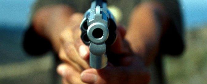 Garlasco, cerca di sedare una lite: ucciso con un colpo di pistola al petto