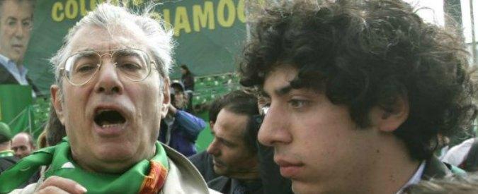 """Lega Nord, Umberto Bossi condannato a 2 anni e 3 mesi. Un anno e mezzo a Renzo. Salvini: """"Dispiace, ma altra era politica"""""""