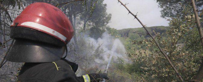 Incendi, la Campania continua a bruciare: l'emergenza è un business