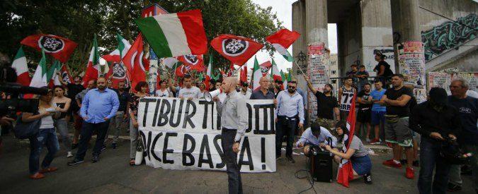 Migranti, mobilitarsi per vincere l'odio: il presidio di Casalbruciato blocca Casapound