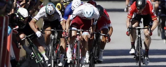 Peter Sagan cacciato dal Tour de France: per i giudici la gomitata a Cavendish è volontaria